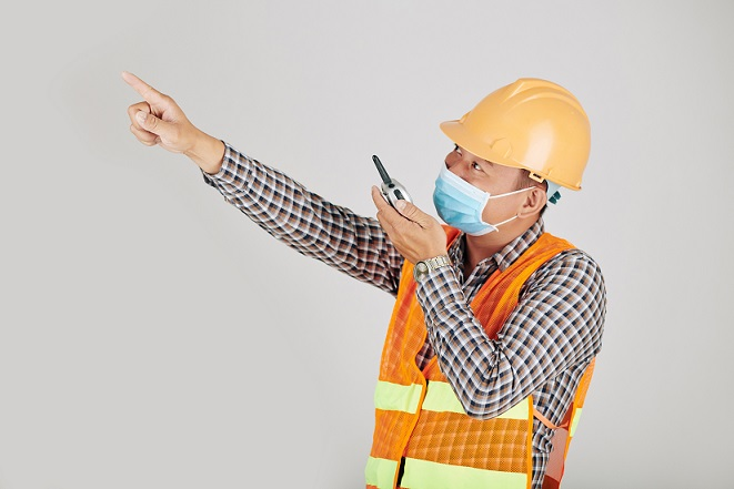 contractor wearing mask on construction site